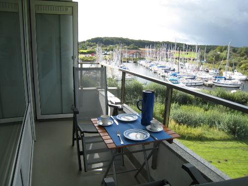 Balkon mit Blick auf Segelhafen