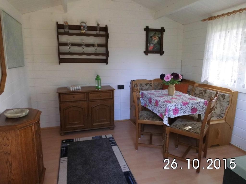 komfortable Ferienwohnung mit gepflegtem Grundstüc