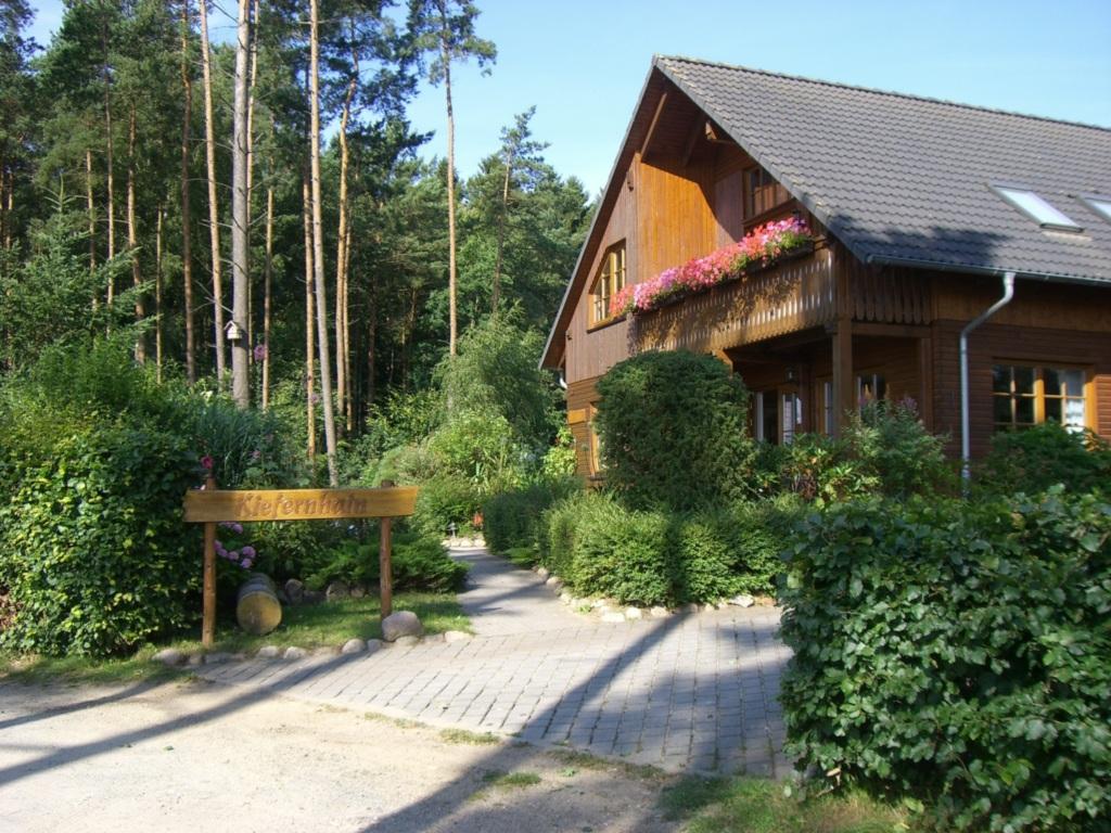 Feriensiedlung Kiefernhain, Ferienhaus 'Kieferngru