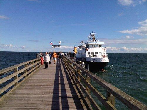 Mit dem Fördeschiff z.B. von/nach Kiel
