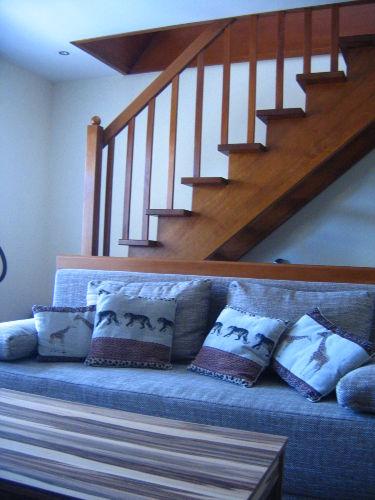 Wohnzimmer 1. OG mit Treppenaufgang DG