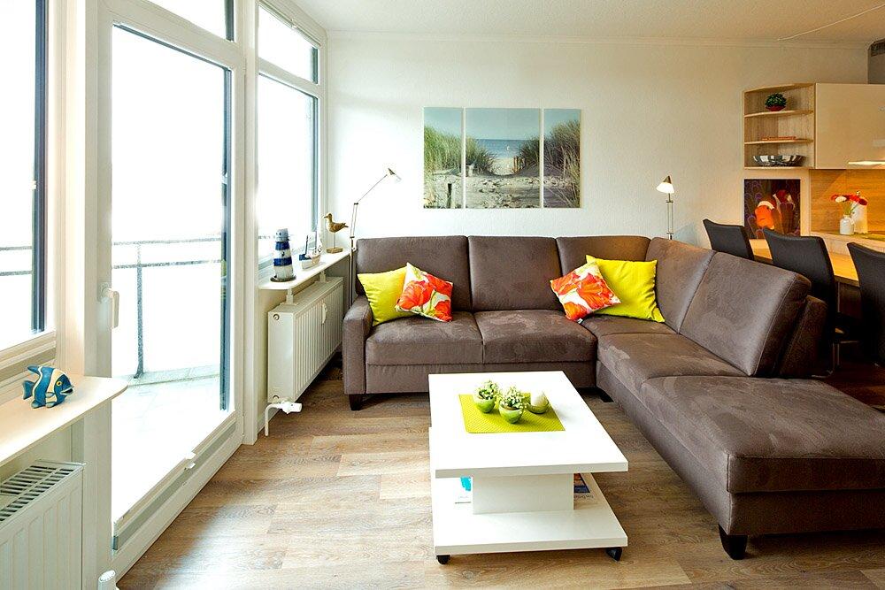 Gemütliches Sofa mit Leselampen