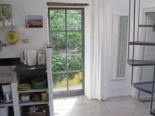 Essbereich und Küchenzeile (Teilansicht)