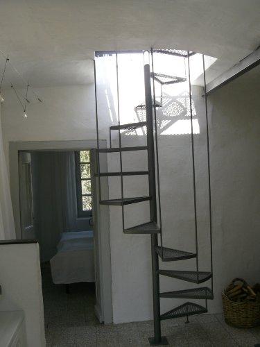 Terr.-Treppe, Blick ins Schlafzimmer