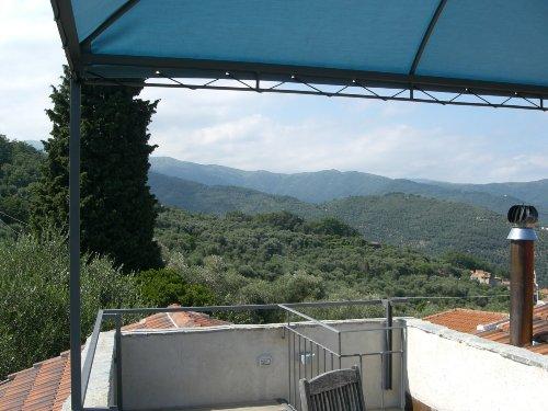 Terrassenblick in die Berge