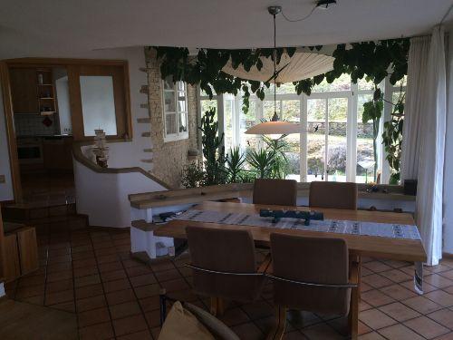 Blick auf das Esszimmer und in die Küche
