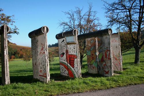 Berliner Mauer direkt vorm Haus!