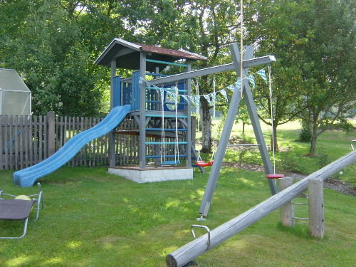 Kinderspielplatz am Haus