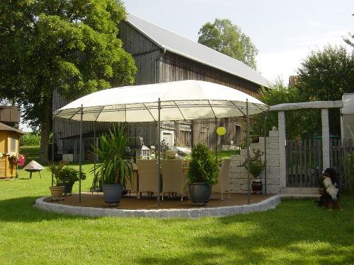 Pavillon mit Grillplatz
