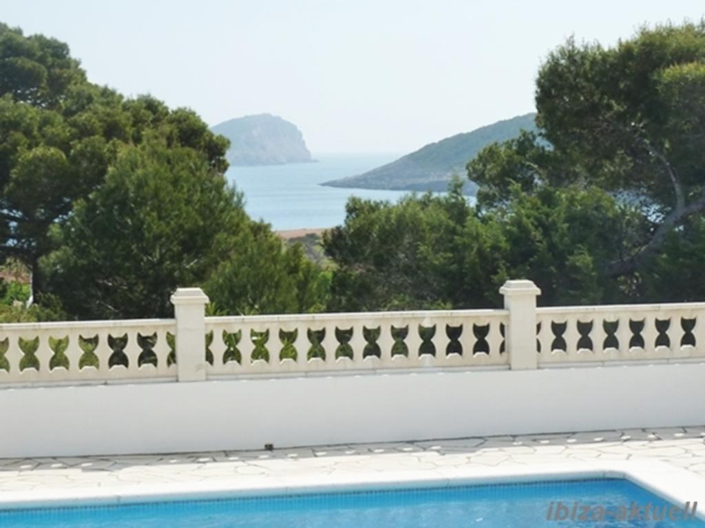 Haus mit Pool und herrlichem Meerblick in Pou des
