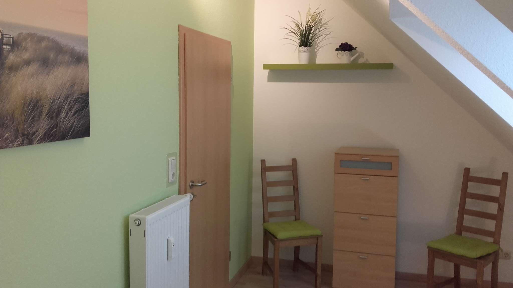 Schlafzimmer mit Doppelbett und Liege.