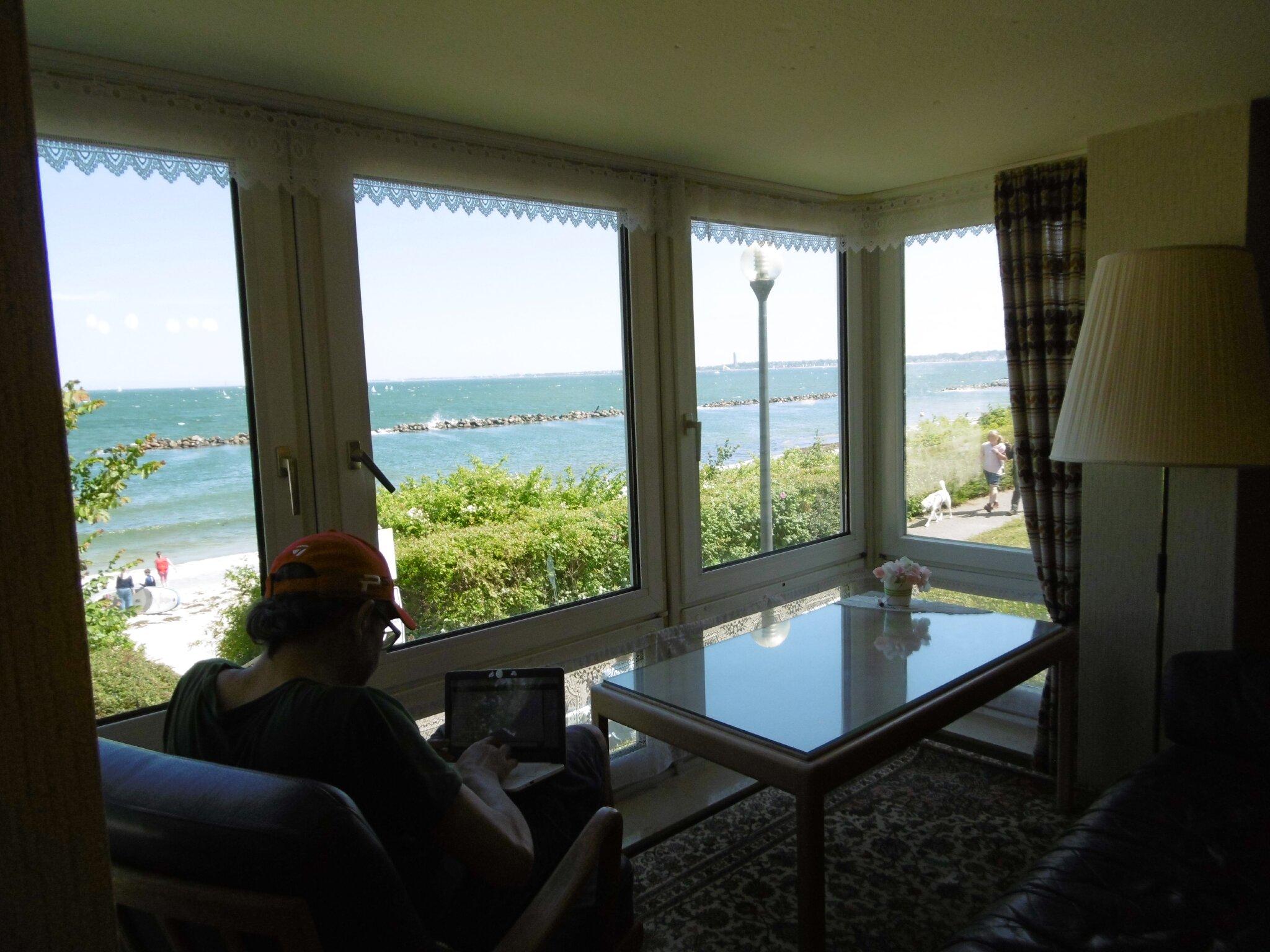 Wohnzimmer mit Erker und Sitzpodest