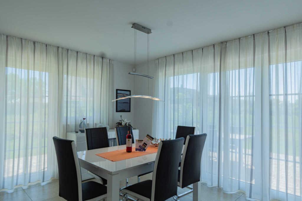 lobbe 01 reetdach strandvilla 39 babette 39 direkt am meer haush lfte b in lobbe auf r gen. Black Bedroom Furniture Sets. Home Design Ideas