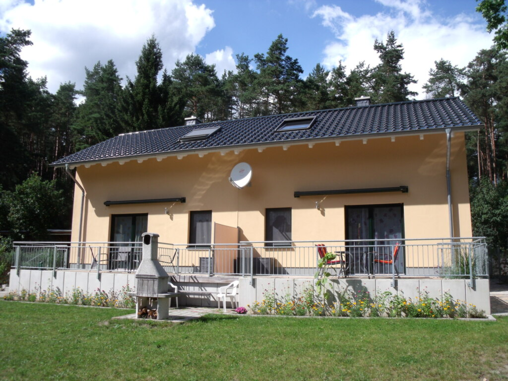 Doppelferienhaus am Wald, Doppelhaushälfte 'Dross