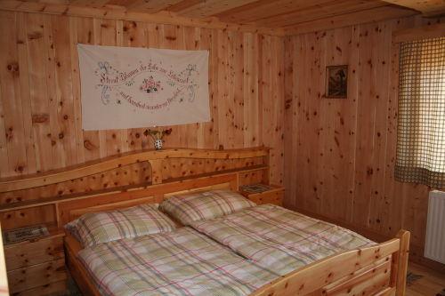 Zimmer aus heimischem Zirbenholz