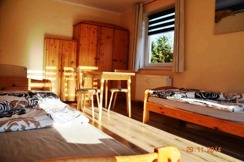 Strandnahe Fewo mit 2 Terrassen & Grillkamin in ru