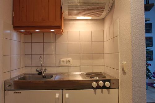 Küchenzeile mit 2 Plattenherd + Kühlschr