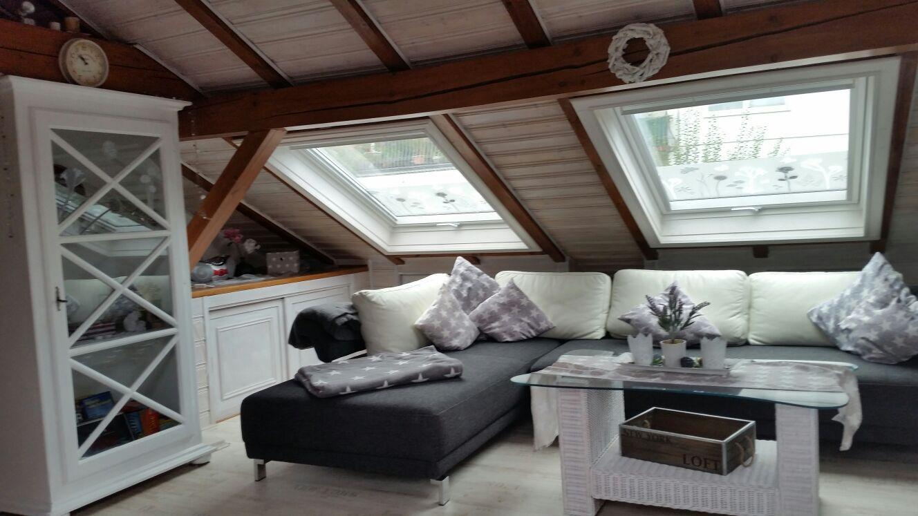 Das helle und gemütliche Wohnzimmer