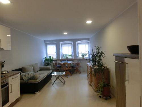 Wohnzimmer mit offener K�che & Essbereich