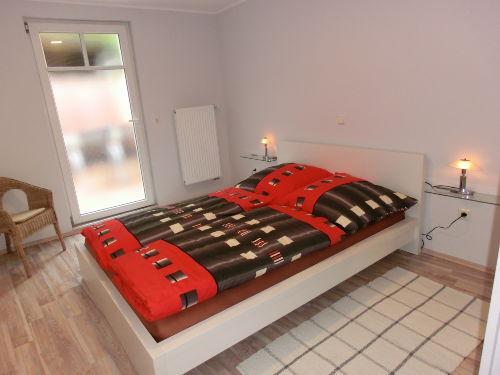 Schlafzimmer mit Ausgang ins Freie