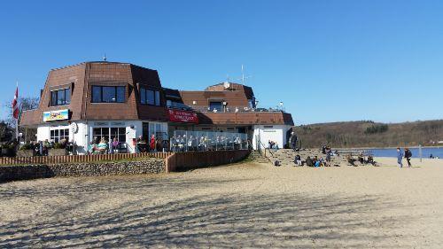 Bistro und Strandpavillon vor der T�r