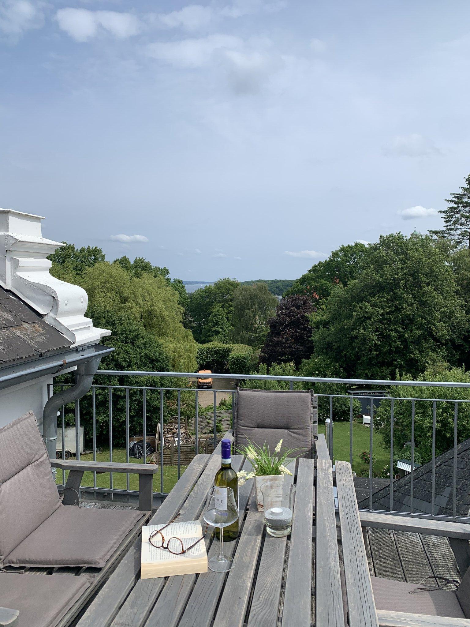 Dachterrasse mit F�rdeblick und Grill