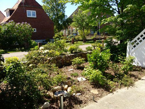Sonnenterasse mit Vorgarten