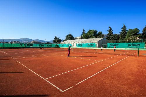 Tenis-Platz-100m vom Haus entfernt