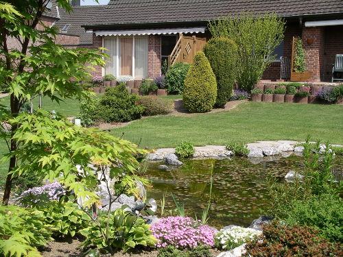 Gartenansicht mit Terrasse