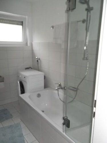 Bad mit Wanne, Dusche und Waschmaschine