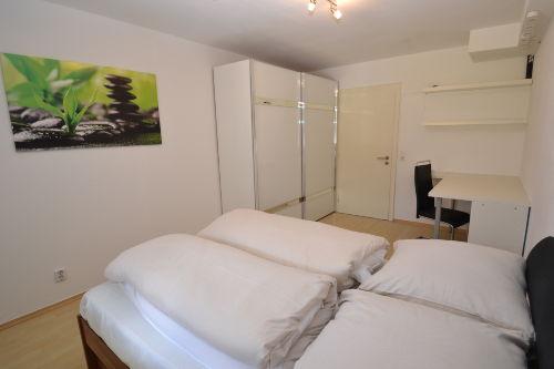 Zweites Schlafzimmer mit Stauraum