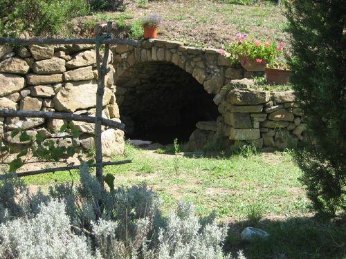 Gartenimpressionen mit Grotte
