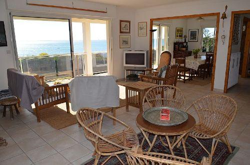 Wohnzimmer /E�zimmer mit Ausgang Balkon