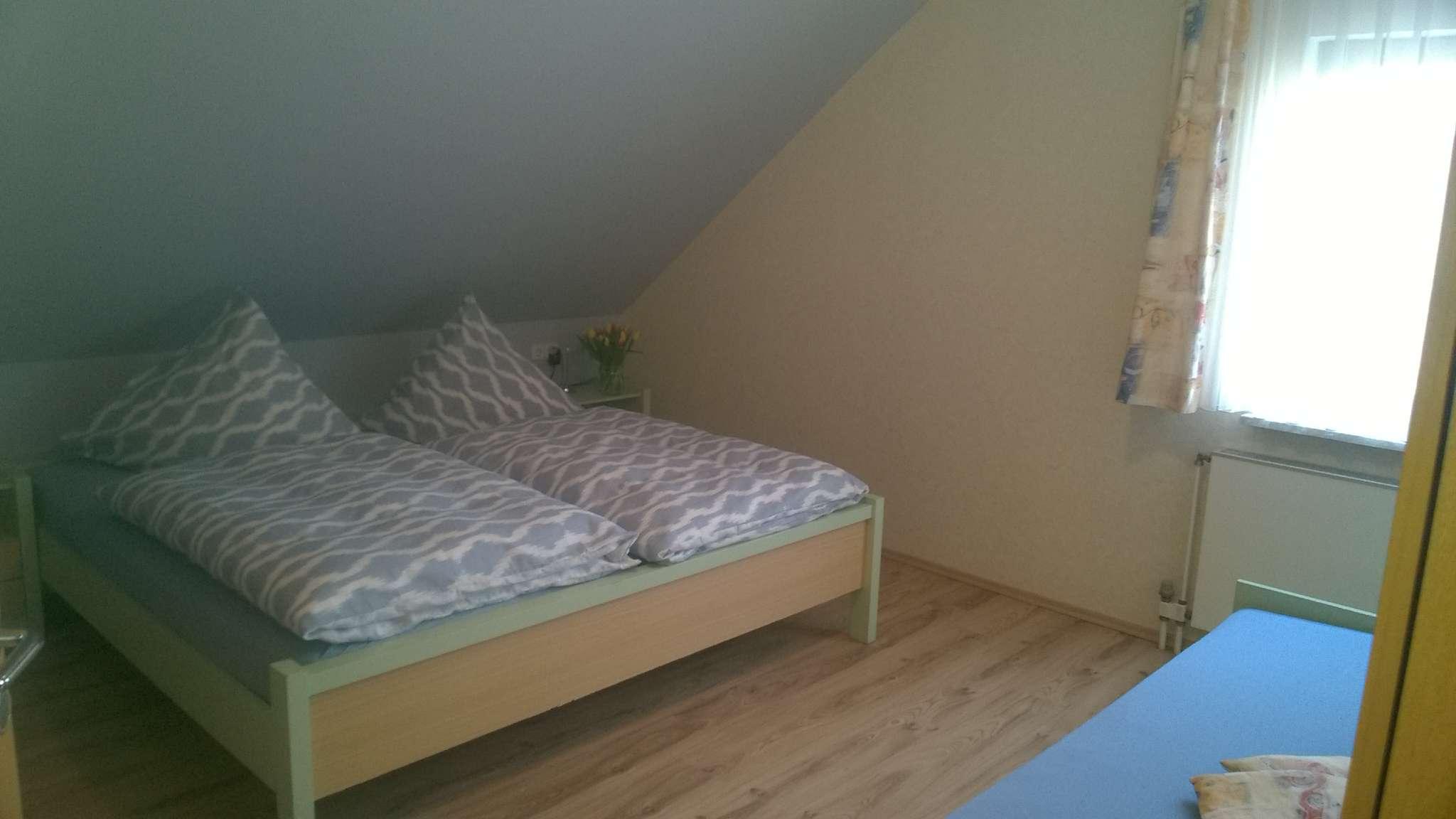 Schlafzimmer mit Extrabett