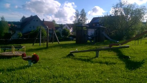 Gro�z�giger Spielplatz (50m entfernt)