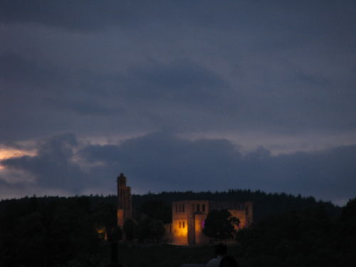 Abendlicher Blick vom Balkon zur Limburg