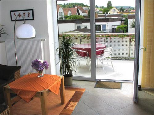 Wohnzimmer, Balkon ... und viel Licht