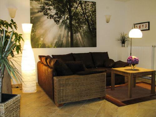 Komfortable (Schlaf-)Couch im Wohnzimmer