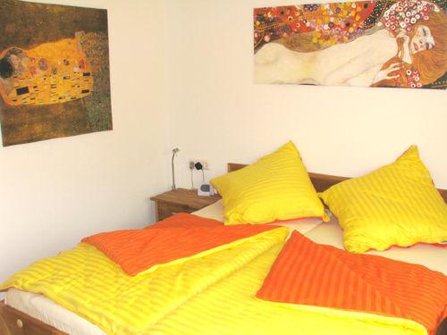 Gelb- und Orangetöne im Schlafzimmer