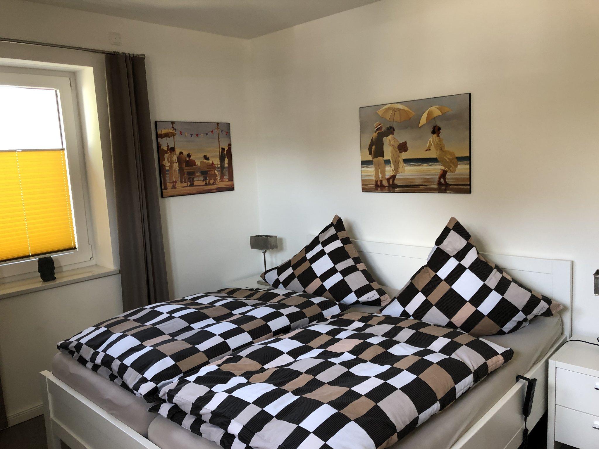 Schlafzimmer 2 mit Fliegengitter/3D-TV