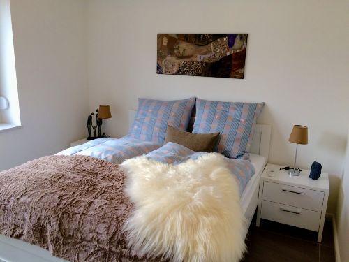 Schlafzimmer 2 mit Außenjalousien