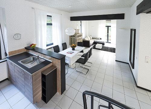 Küche mit Wohn-/Essbereich