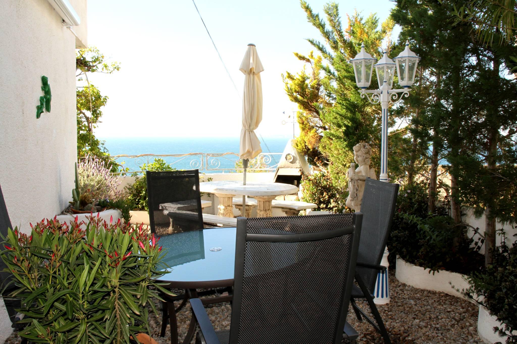 Garten mit Sonnenschutz