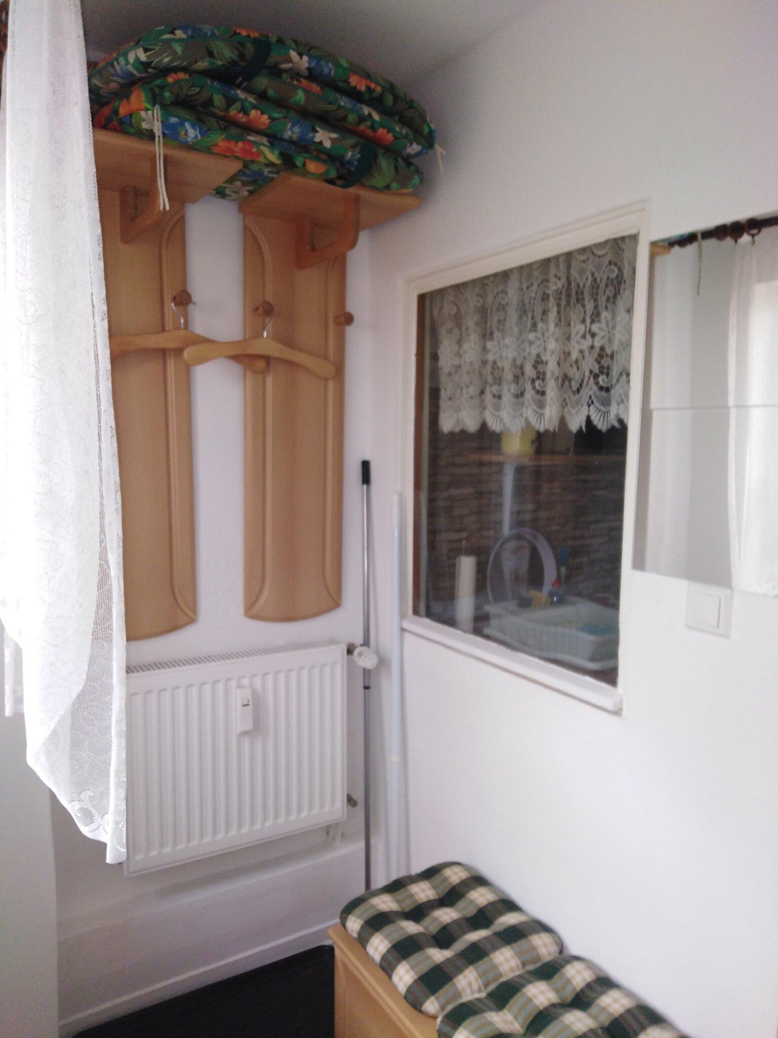 Wohnzimmer mit großem Schlafsofa