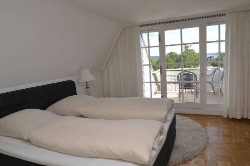 Schlafzimmer Nr. 1 mit Balkon/Fördeblick