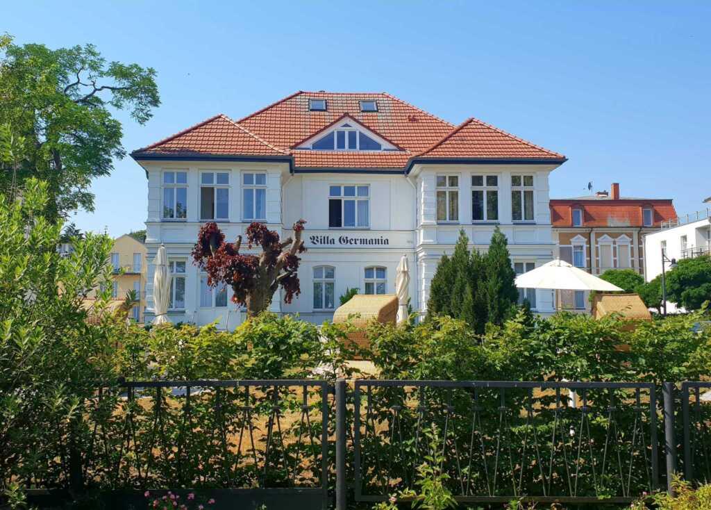 Villa Germania,1. Reihe, STRANDKORB, einige Whgn.
