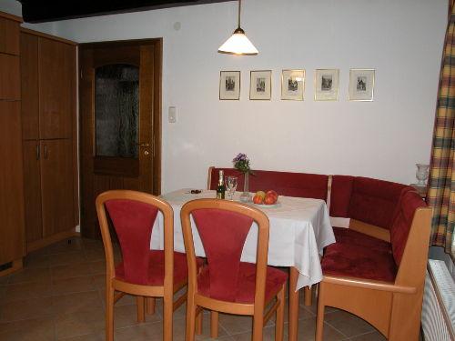 Die Küche mit Sitzecke