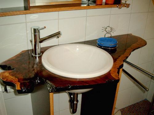 Waschbecken im Duschbad