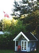 Schöne Kinderspielhaus im schönen Garten