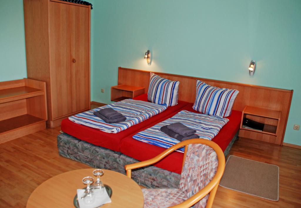 DEB 011 Pension - direkt am Wasser, 03 Doppelzimme